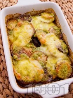 Запържени тиквички с босилеково песто и сирене моцарела на фурна - снимка на рецептата